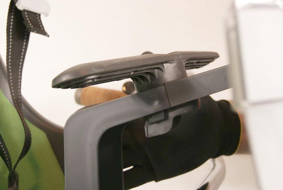 Montaż szyby do przedniego fotelika rowerowego Bobike Mini City