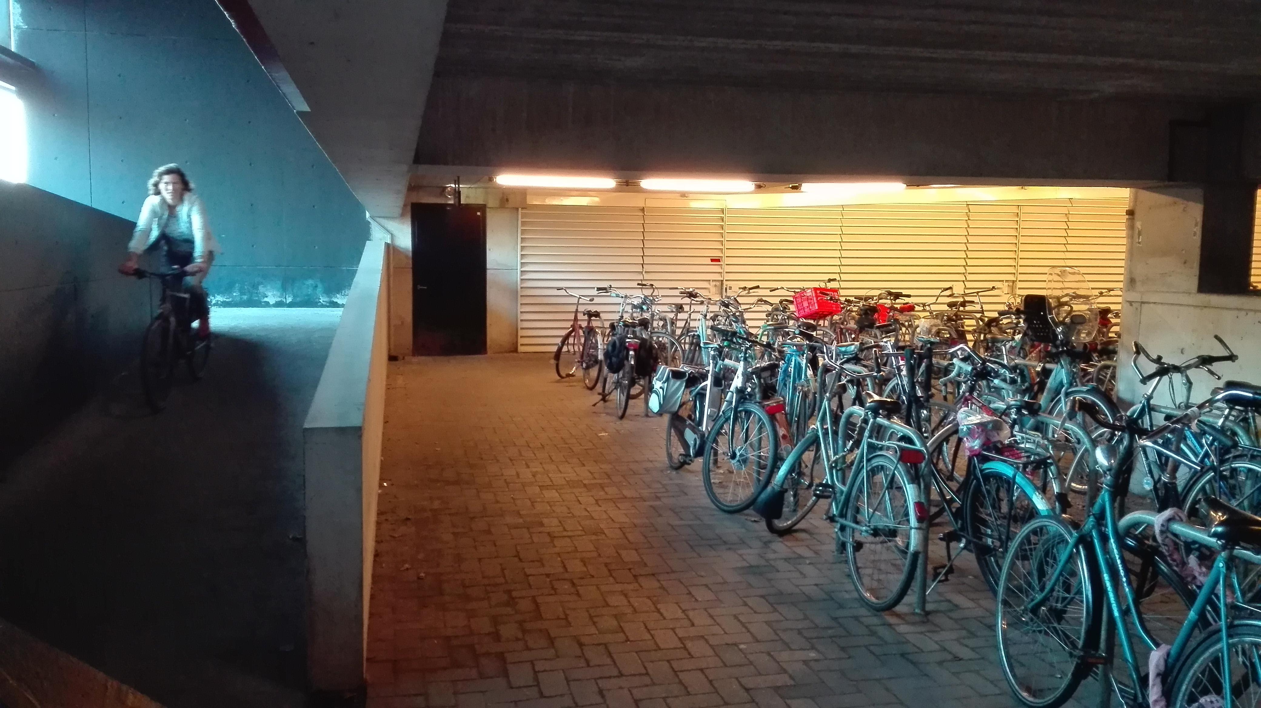 Oświetlony parking dla rowerów