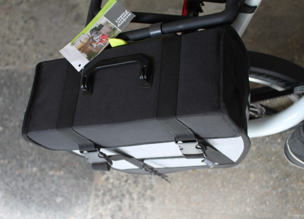 Torba rowerowa Basil Tour Single na bagażniku STRIDA na haki