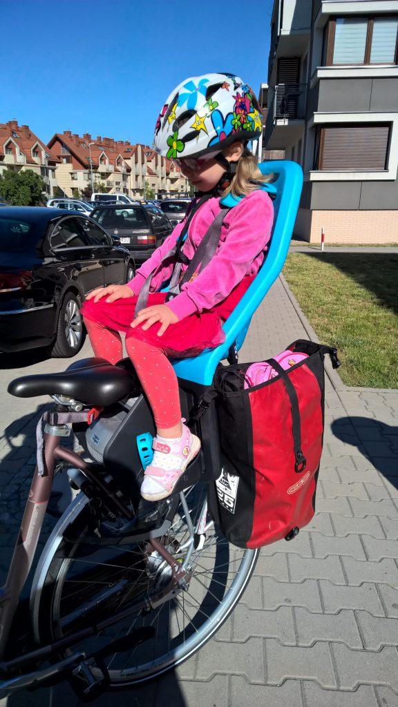 Fotelik rowerowy Yepp Maxi EasyFit - test fotelika rowerowego montowanego na bagażniku (1)