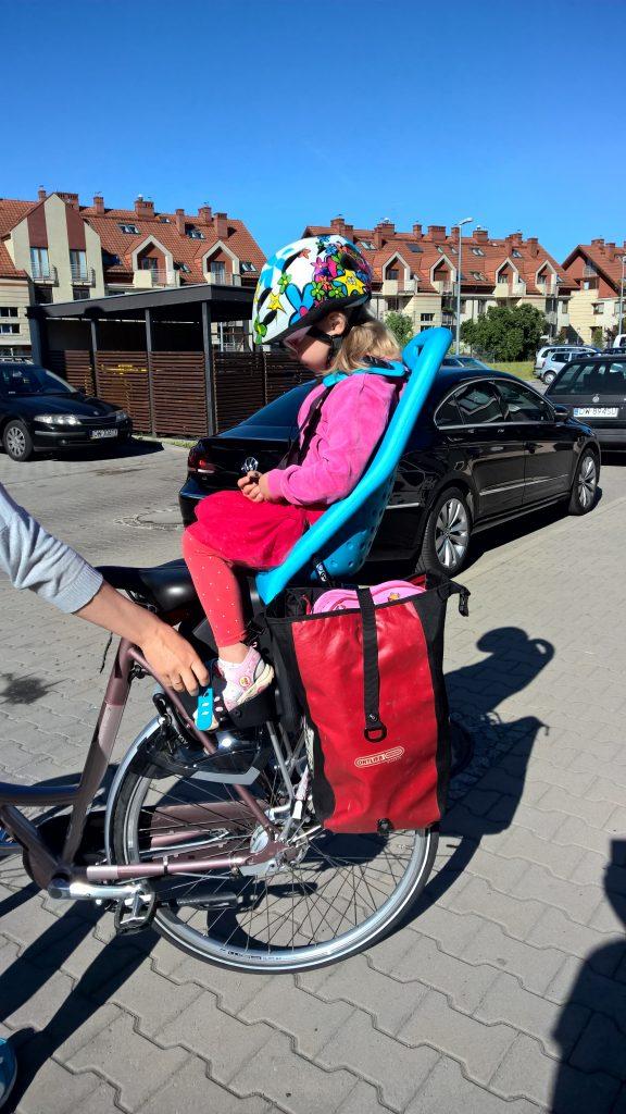 Fotelik rowerowy Yepp Maxi EasyFit - test fotelika rowerowego montowanego na bagażniku (2)