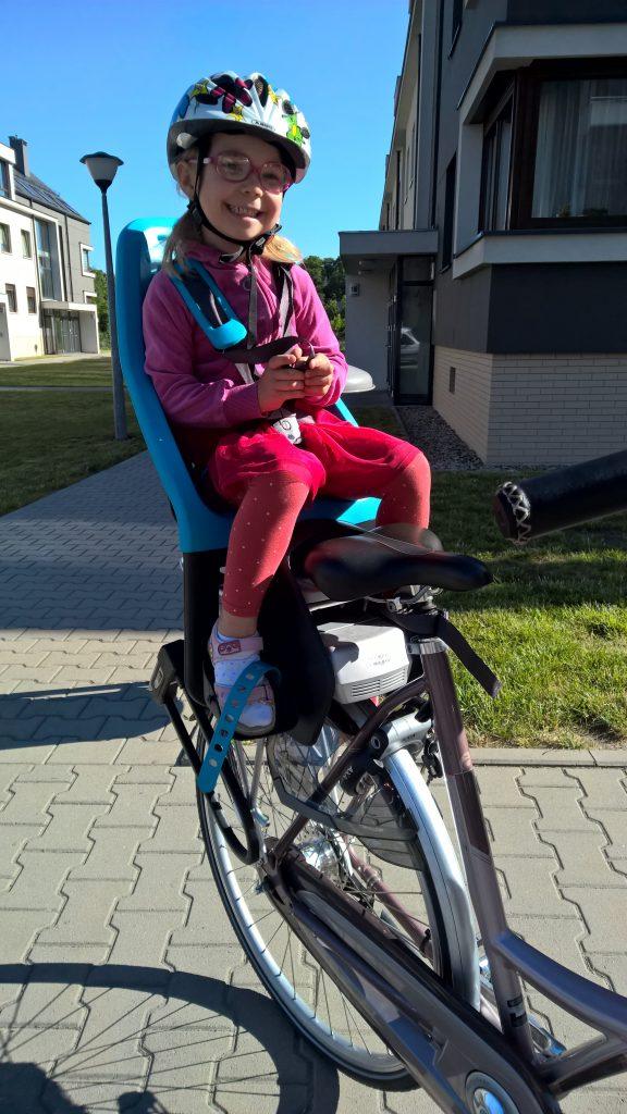Fotelik rowerowy Yepp Maxi EasyFit - test fotelika rowerowego montowanego na bagażniku (3)