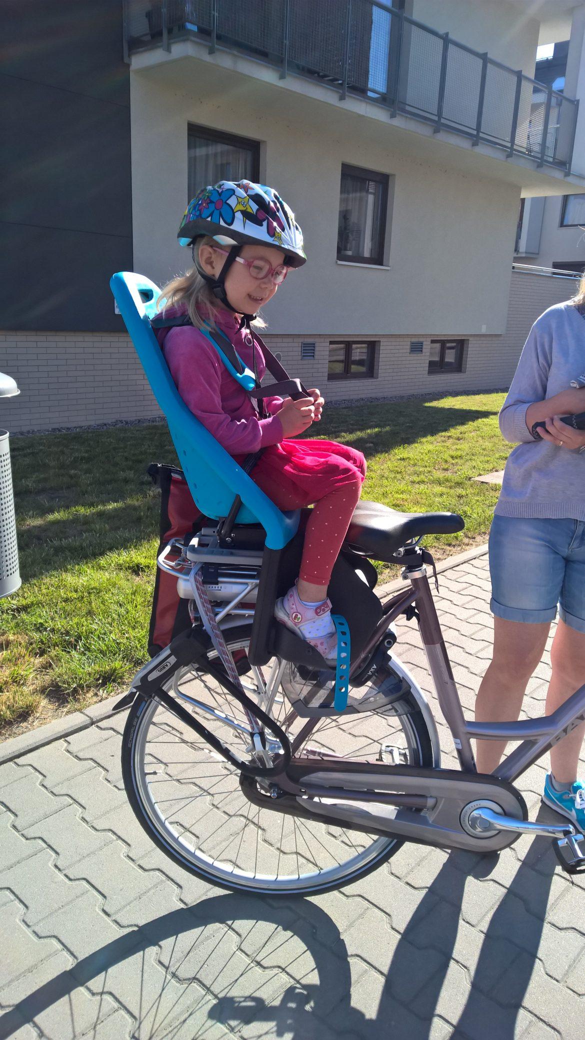 3328b9ca786958 Fotelik rowerowy Yepp Maxi EasyFit - test fotelika rowerowego montowanego  na bagażniku (4)