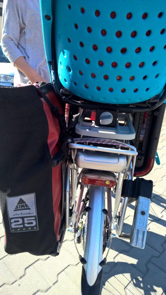 Fotelik rowerowy Yepp Maxi EasyFit - test fotelika rowerowego montowanego na bagażniku (5)
