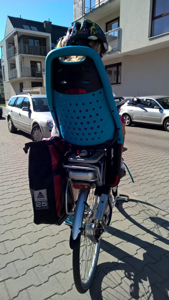Fotelik rowerowy Yepp Maxi EasyFit - test fotelika rowerowego montowanego na bagażniku (6)