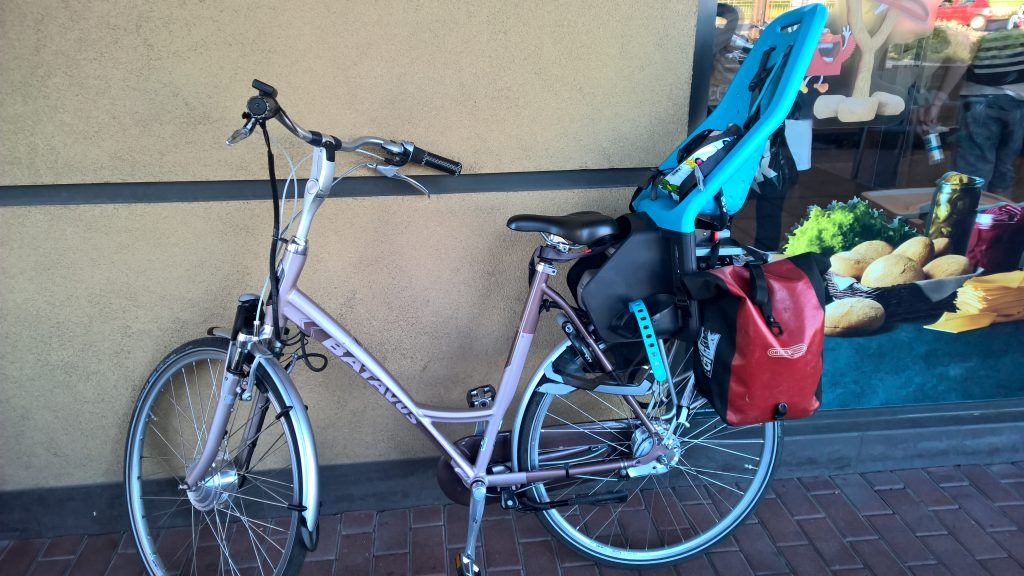 Fotelik rowerowy Yepp Maxi EasyFit - test fotelika rowerowego montowanego na bagażniku (7)