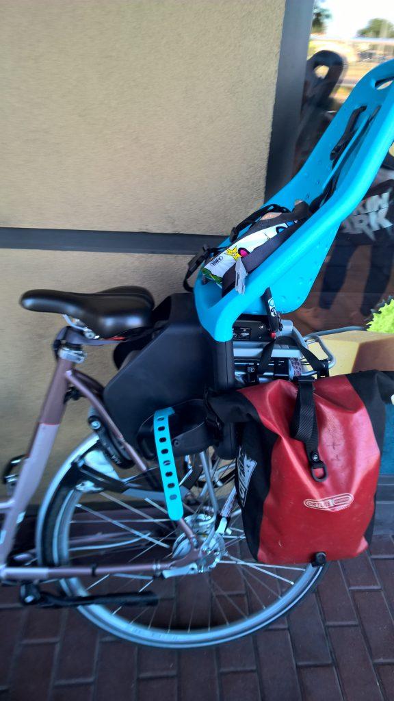 Fotelik rowerowy Yepp Maxi EasyFit - test fotelika rowerowego montowanego na bagażniku (8)