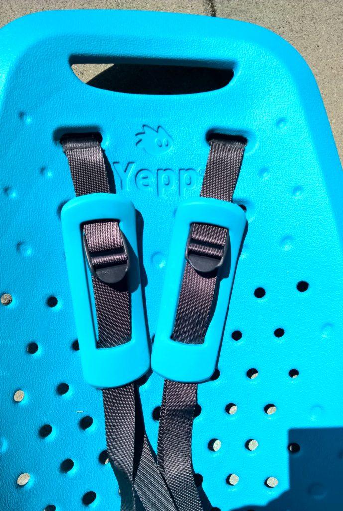 Fotelik rowerowy tylny Yepp Maxi EasyFit pasy z nakladkami