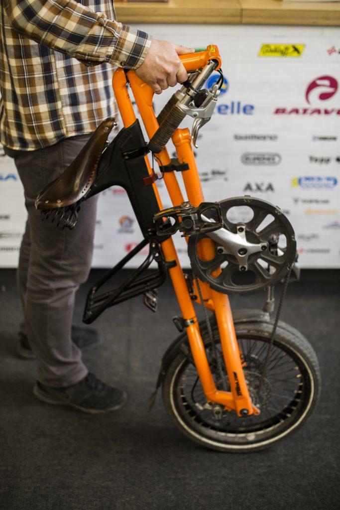 przenoszenie-roweru-skladanego-1