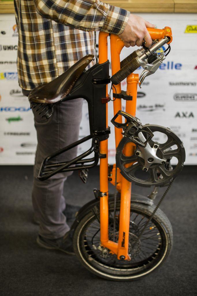 przenoszenie-roweru-skladanego-2
