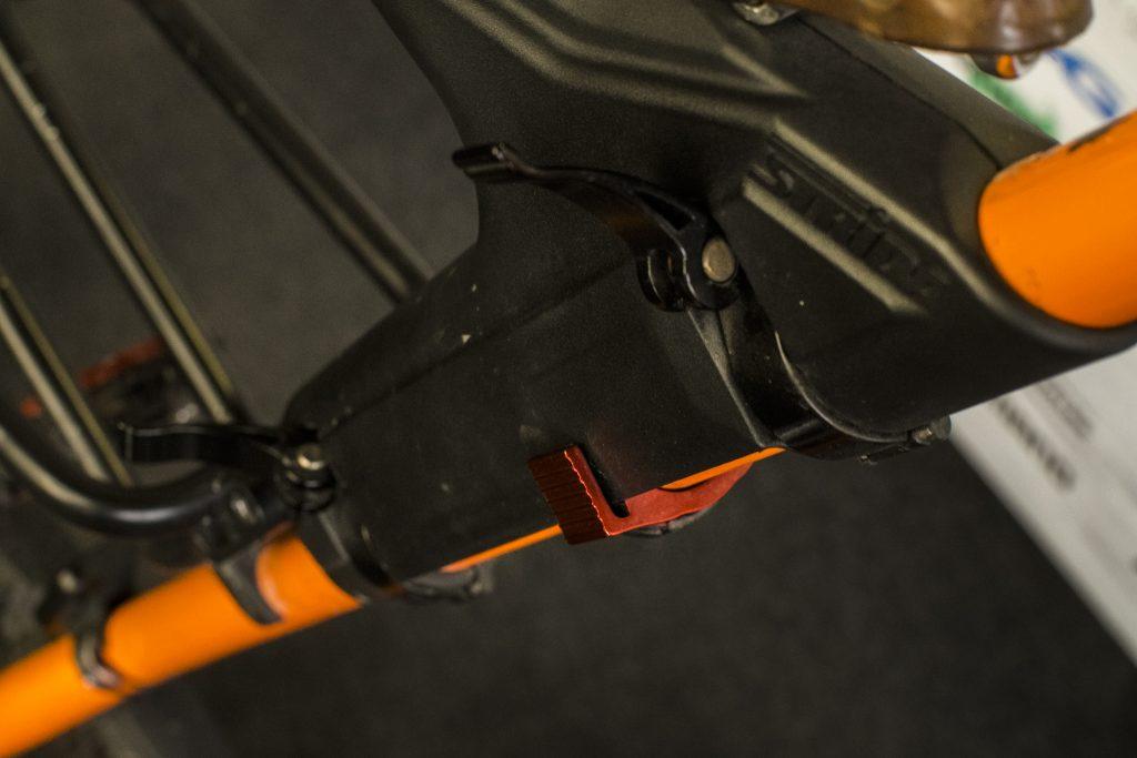 regulacja-siodelka-rower-strida-2