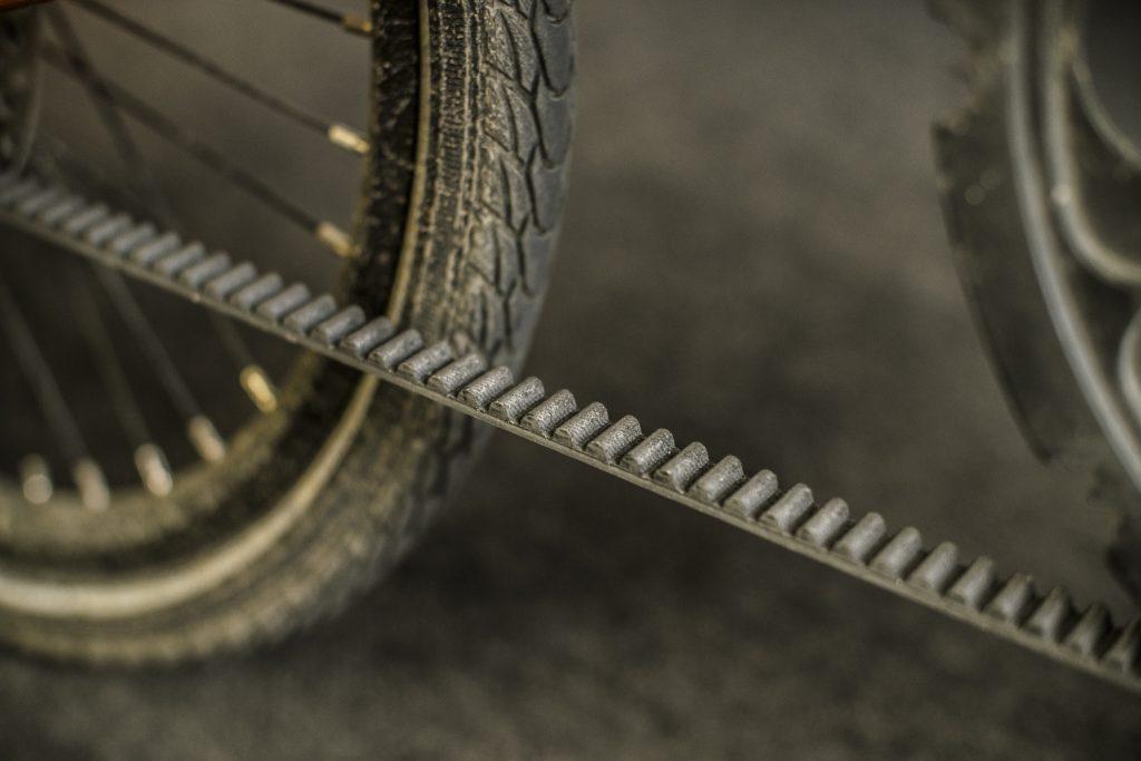 rowerowy-pasek-zebaty-zamiast-lancucha-strida-1