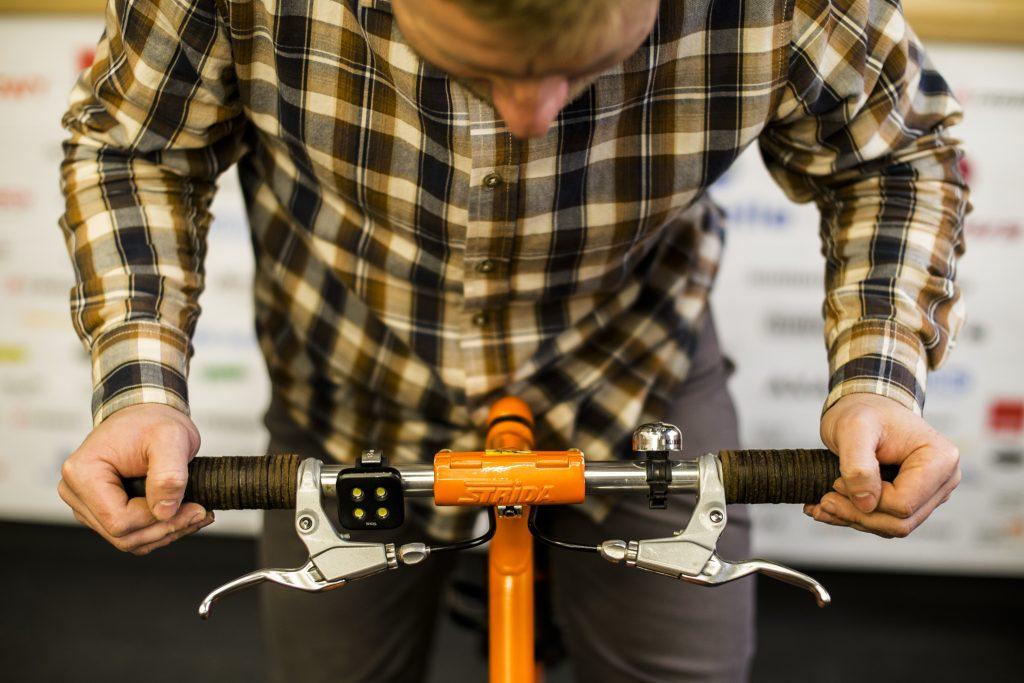 wygodna-pozycja-na-rowerze-skladanym-strida